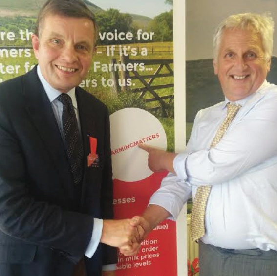 David Jones MP, Minister of State for Exiting the European Union, and FUW President, Glyn Roberts: Highlighting that #FarmingMatters